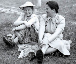 Die Pädagogin Prof. Dr. Elisabeth Siegel (li.) gilt als eine der Wegbereiterinnen für Frauen im Hochschulwesen (Foto: Reinhard Neitzel).