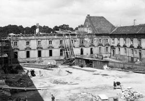 Bauarbeiten im Schlossinnenhof (NLA OS Erw A 40 Akz. 8/1999 Nr. 91)